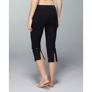 Lululemon Gather & Crow Crop - Black